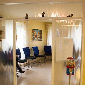 einblicke-wartezimmer-eingangsbereich-zahnarztpraxis-dr-krger