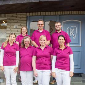 teamfoto-zahnarztpraxis-dr-krueger-osnabrueck
